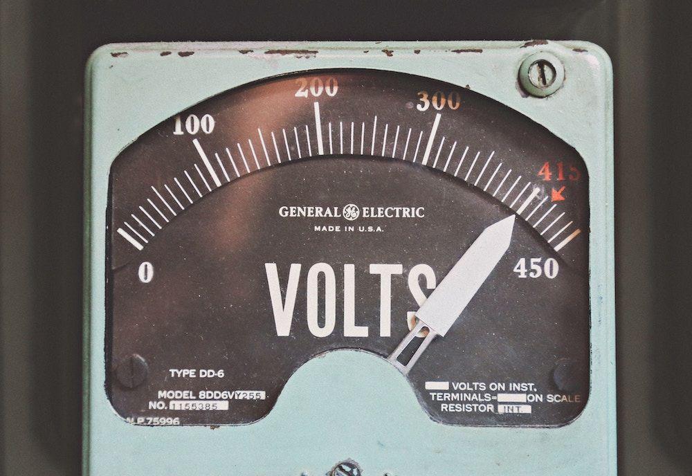 A voltage scale